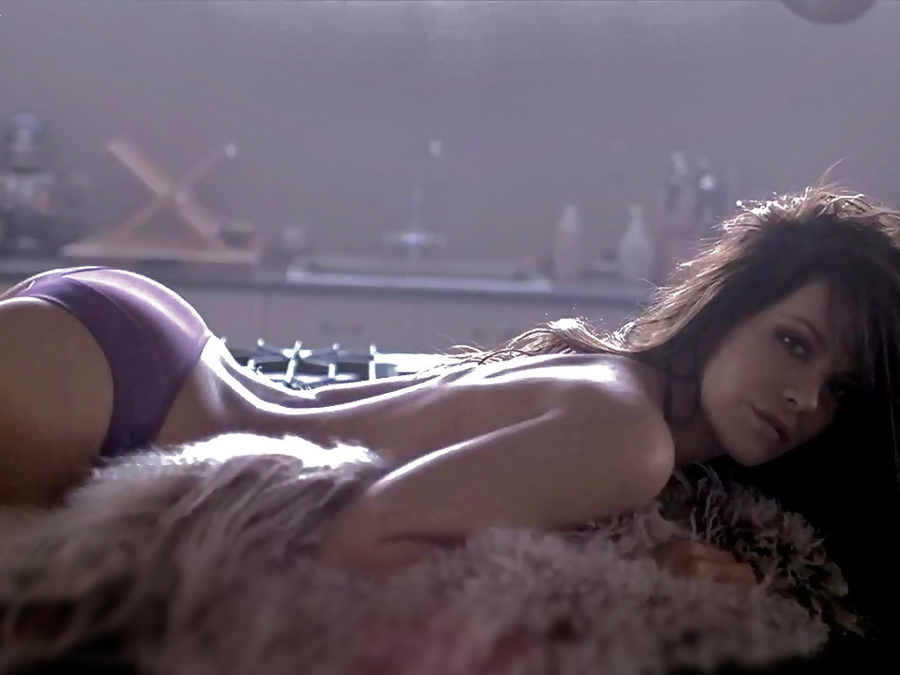 51600-Kate-Beckinsale-sexy-K1oz